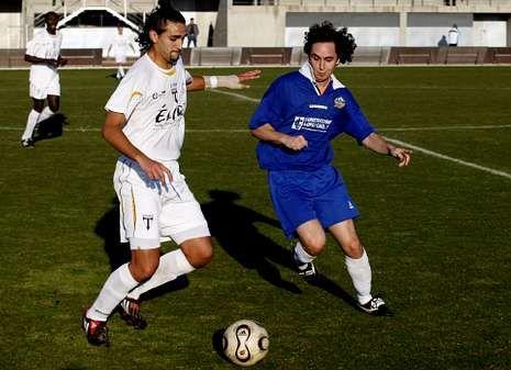 Lucas Basualdo Reydó, a la izquierda, en un partido en su anterior etapa con el Lemos.
