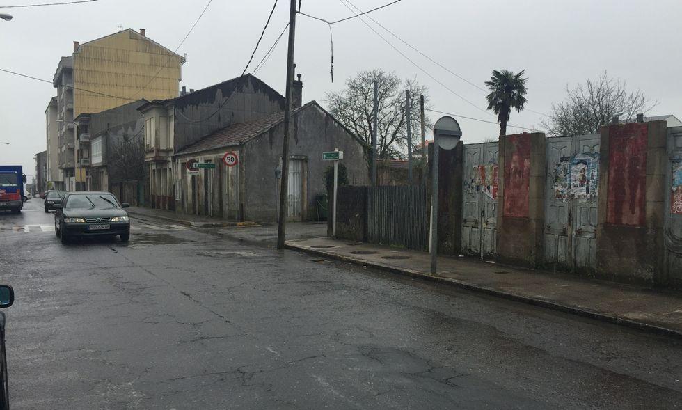 El BNG denuncia el abandono histórico de la calle, que apenas cambió desde los años 60 del pasado siglo.