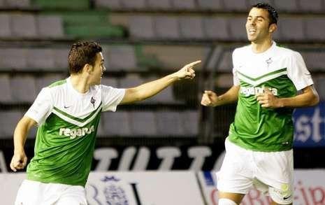 Dani Rodríguez podría jugar hoy justo por detrás de Joselu en Las Gaunas.