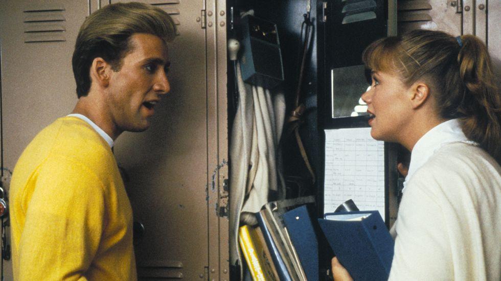 Con «Peggy Sue se casó» Coppola se desajustó el cinturón. Empezó poco a poco a reponerse del descalabro económico que le acarrearon sus tres anteriores trabajos. Este sencillo relato narra la historia de una chica desencantada con su matrimonio que viaja en el tiempo hasta su época de instituto.