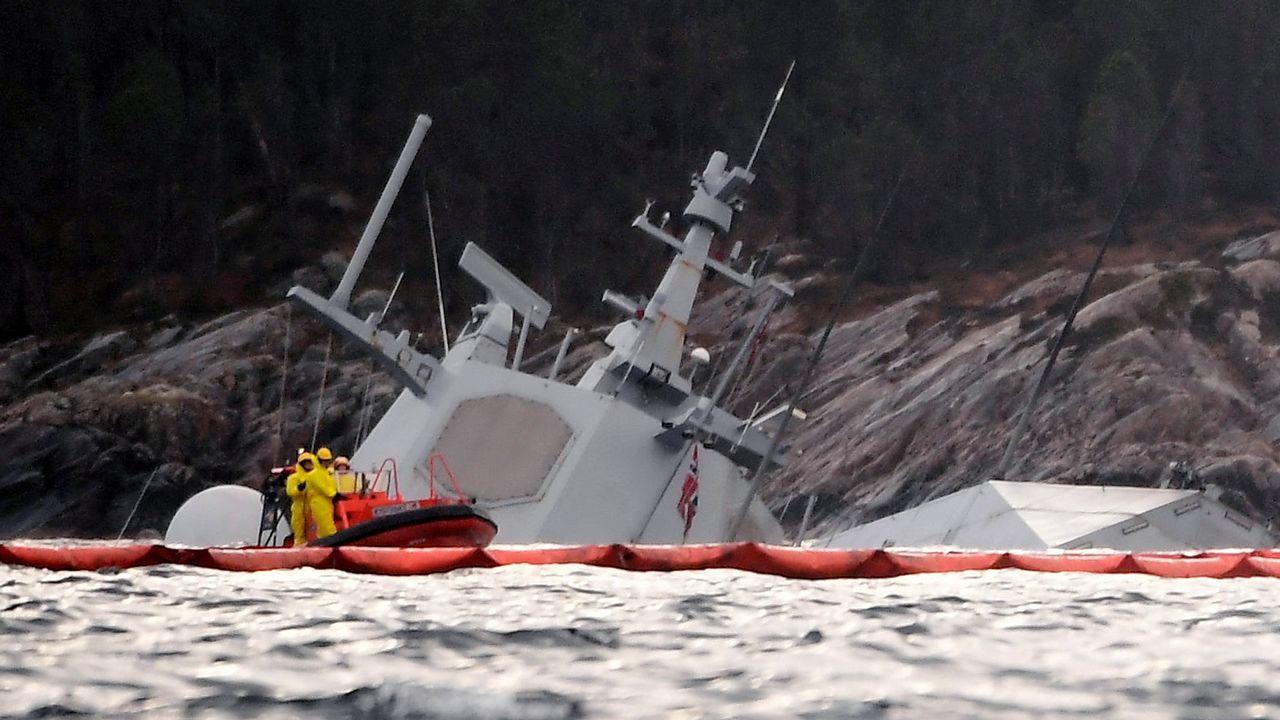 Momento del hundimiento de la fragata Helge Ingstad