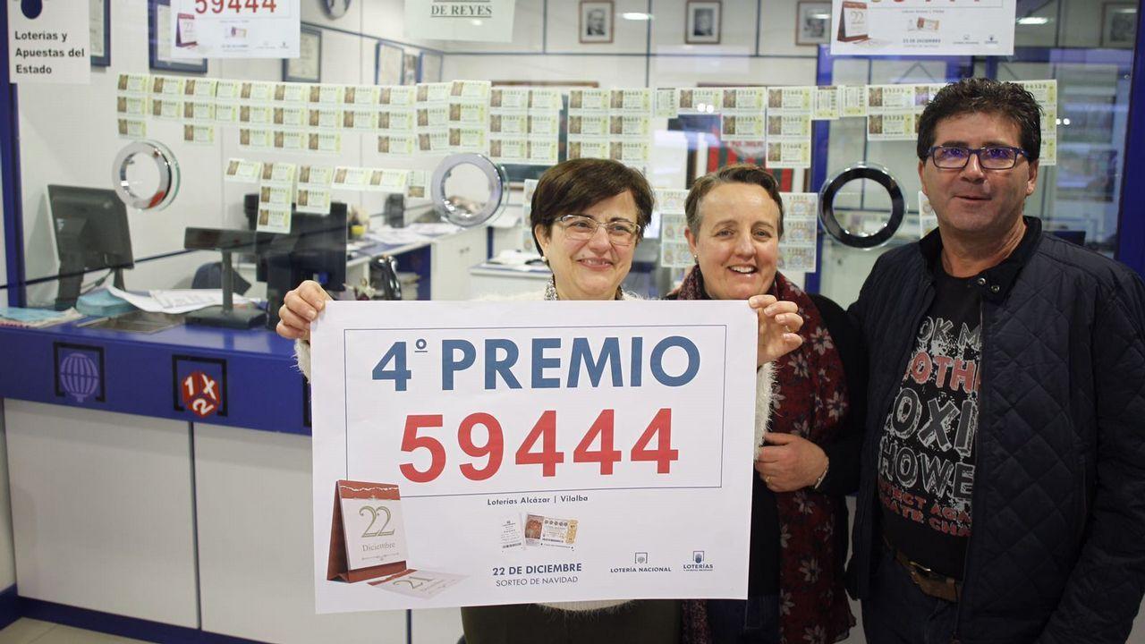 Las imágenes del sorteo de Lotería de Navidad.Esteban Morales vendió en la administración de la calle Gil de Jaz diez décimos del 22.253, un quinto premio