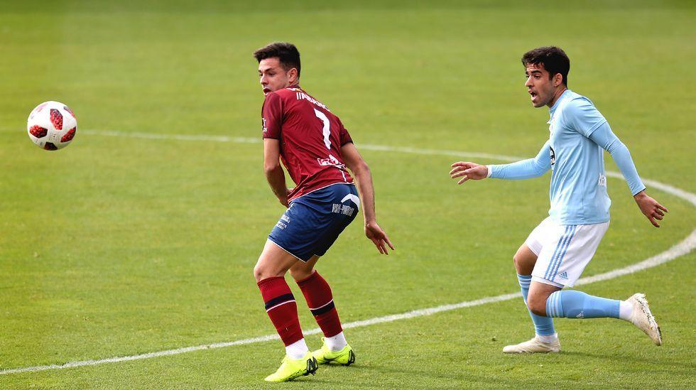Las imágenes del partido entre el Arousa y el Silva
