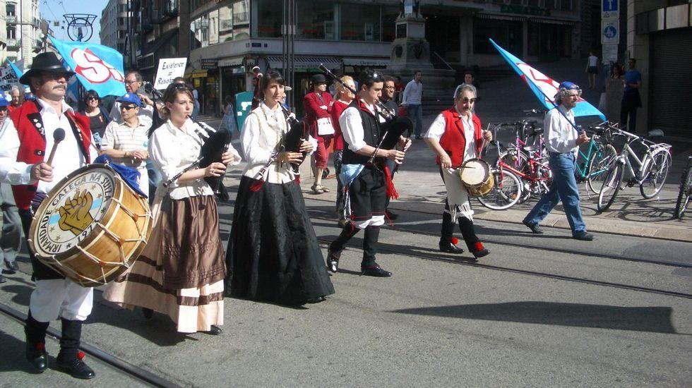 Gallegos de la entidad Irmandade Galega, en una de las manifestaciones del 1 de mayo en Ginebra