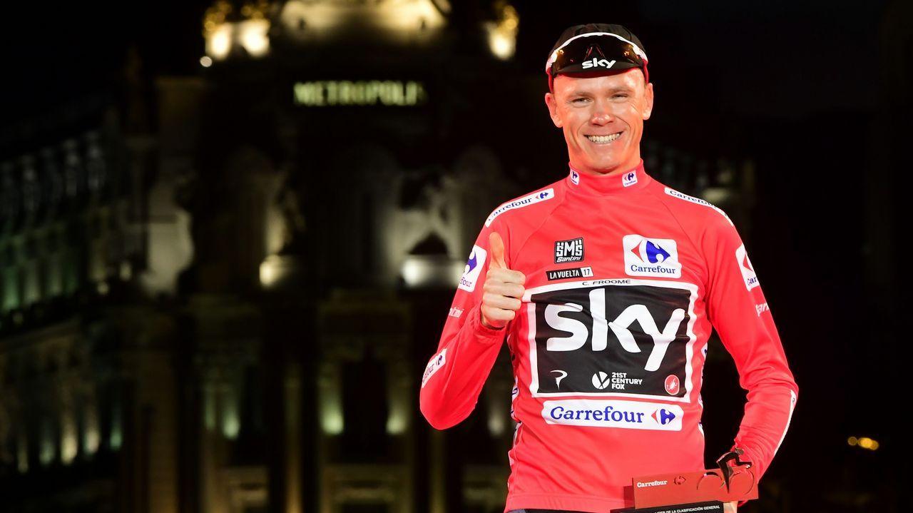 El ciclista que corona grafitis.William Kentridge junto a su obra «Triumphs and Laments», en Roma