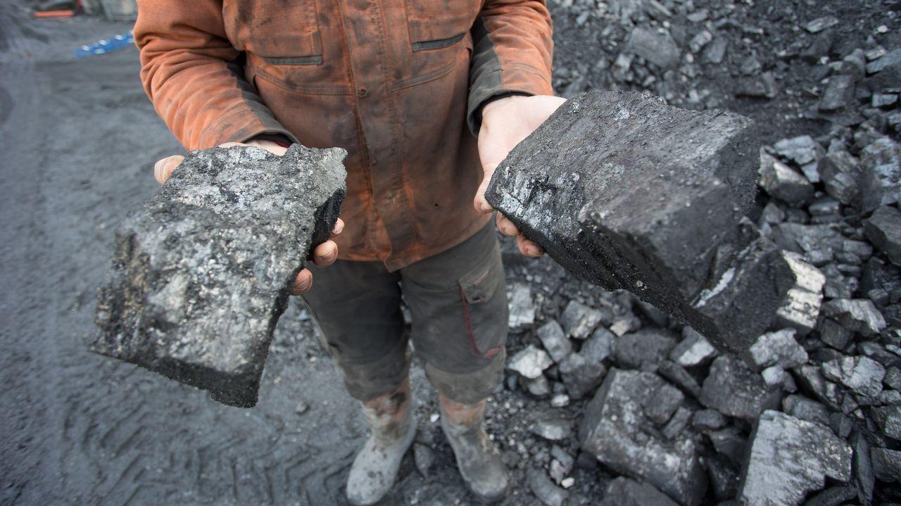 Vista general de la cárcel de Asturias.Antracita, un tipo de carbón con mayor poder calorífico que la hulla.