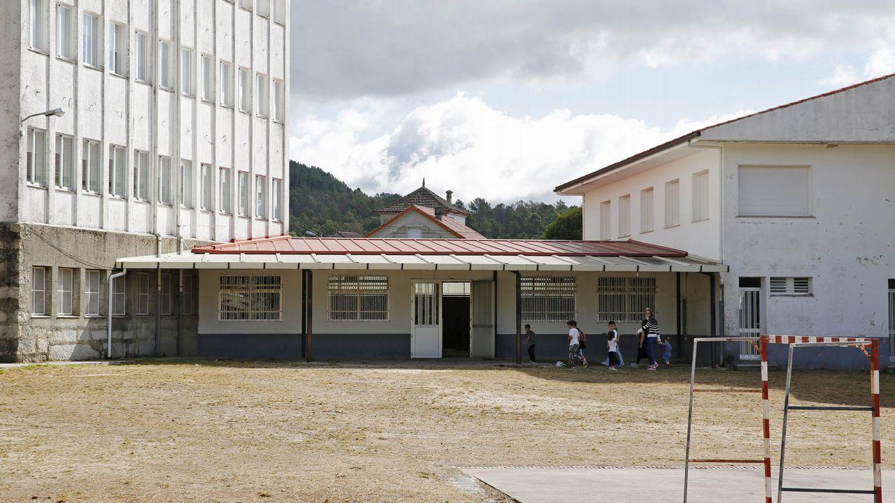 En Entrimo se intenta paliar la caída de la matrícula en el colegio local con una medida distinta: alquilar las antiguas viviendas de profesores por 50 euros al mes