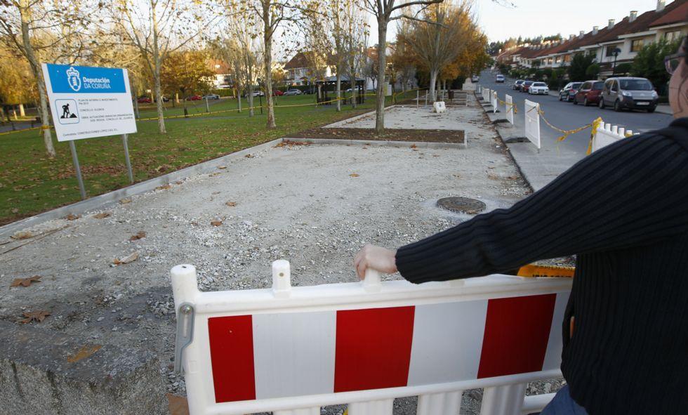 Los vecinos están molestos porque las plazas de aparcamiento han sustituido a las aceras.