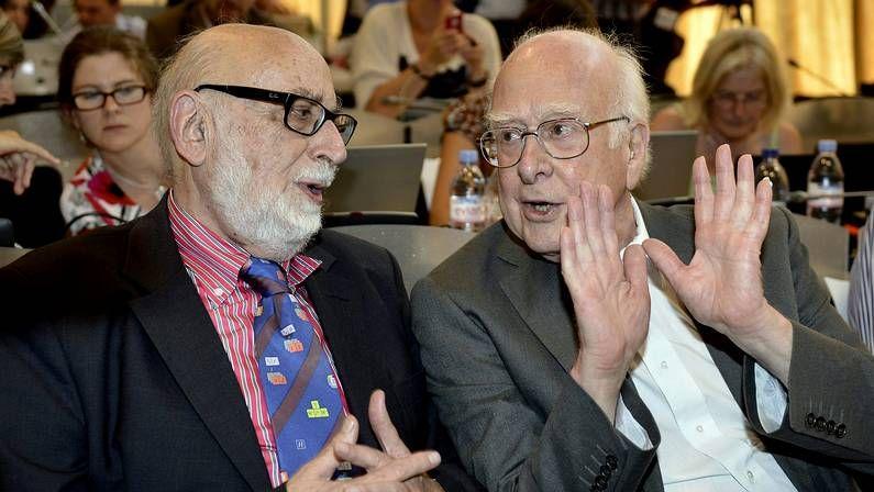 François Englert (izquierda) y Peter Higgs (derecha) durante un seminario del Centro Europeo de Física de Partículas (CERN) en Suiza