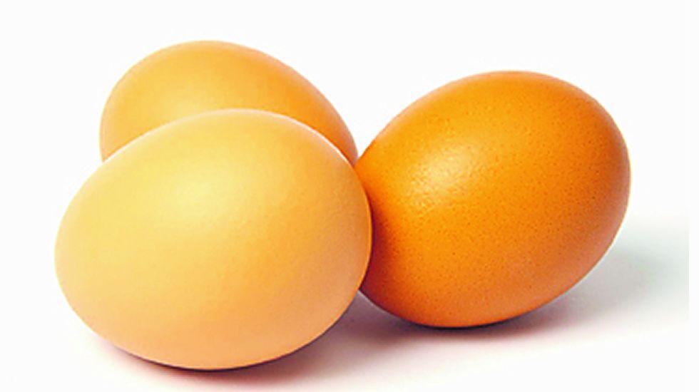 Huevos. Depende de la forma en la que se cocinen, pero cocidos, 200 calorías equivalen a tres huevos.