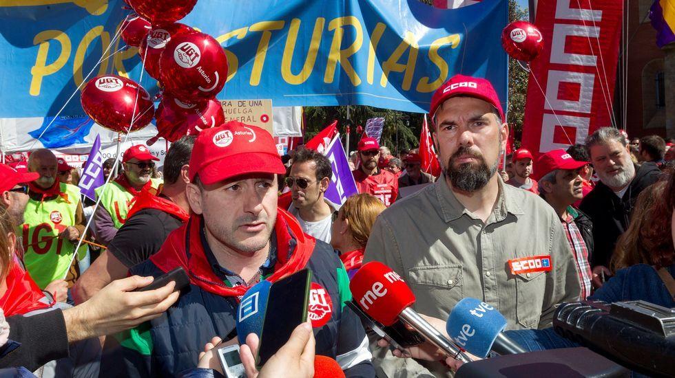 Vista de la manifestación convocada por CCOO y UGT de Asturias hoy en Langreo (Asturias), con motivo del Día Internacional del Trabajo bajo el lema  Tiempo de ganar: igualdad, mejor empleo, mayores salarios, pensiones dignas.