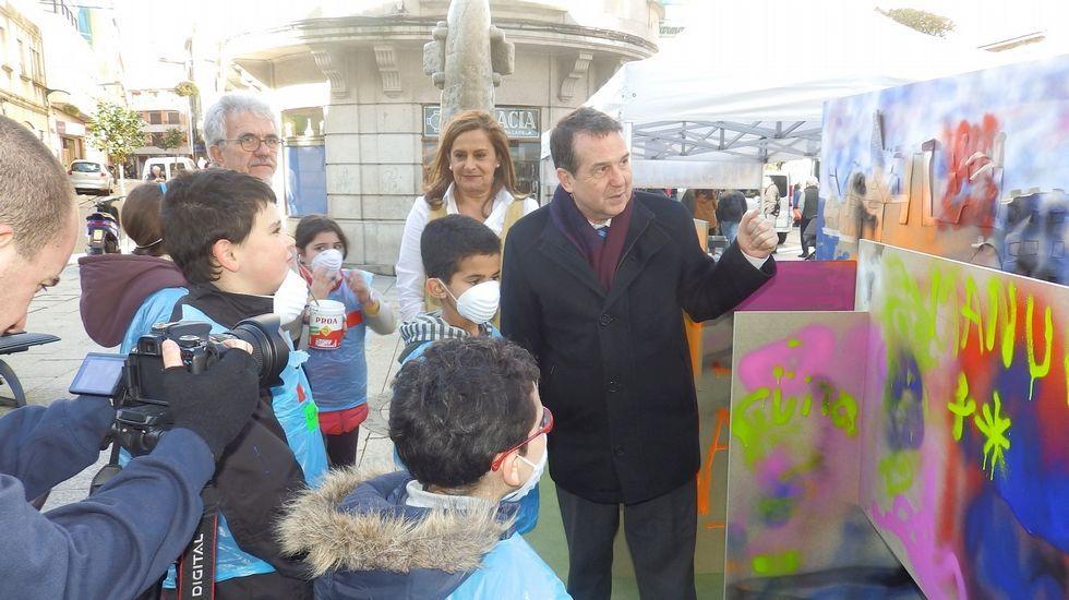 Así fue el escrache de los policías locales de Madrid al concejal de Podemos.Silva reapareció ayer junto a Caballero a los tres días de conocerse las imputaciones por el caso de su cuñada