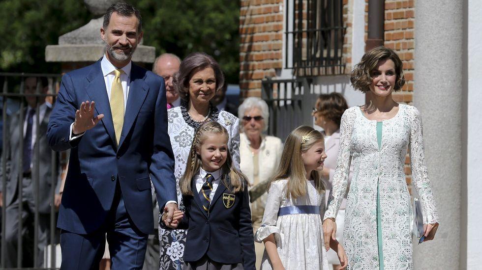 Leonor celebra con la Familia Real su primera comunión.
