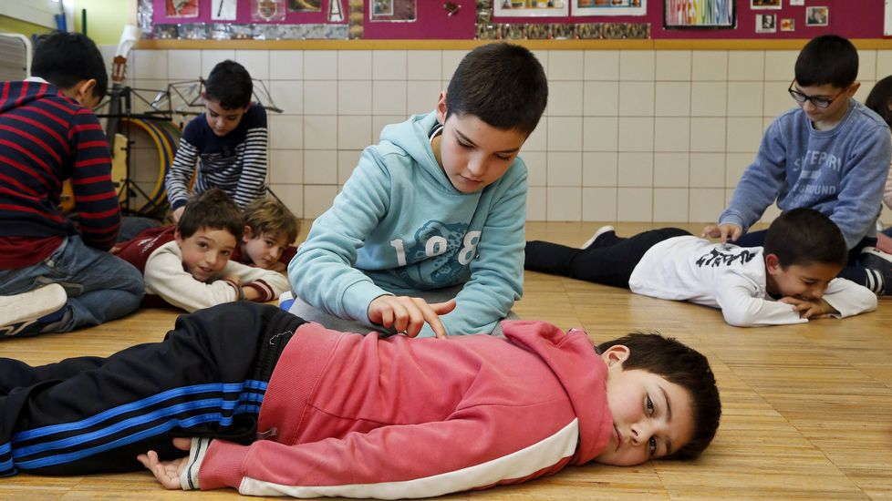 Niños del CEIP Mosteiro-Bembrive en uno de sus habituales talleres de inteligencia emocional
