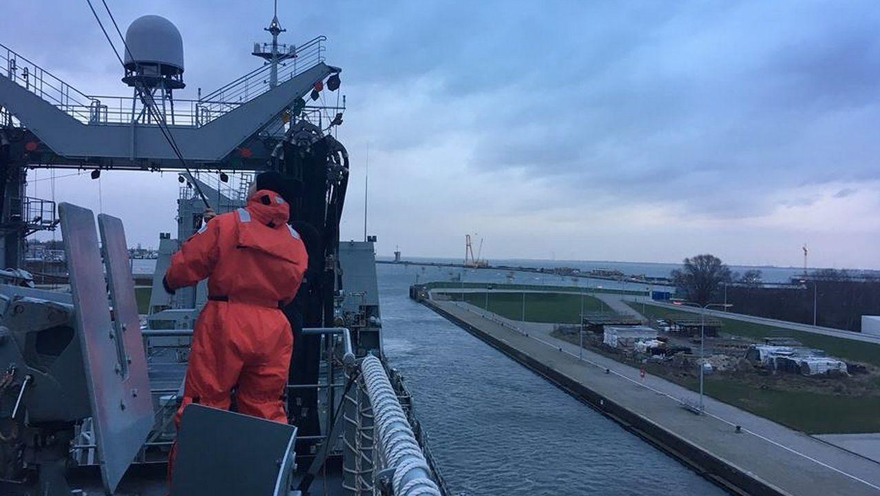 El BAC Cantabria descansa en Alemania antes de regresar a Ferrol.Imagen de la llegada del buque este mediodía