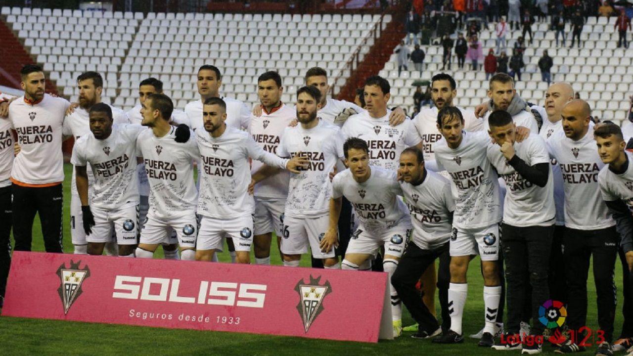 Pelayo Novo Albacete Real Oviedo.Los futbolistas del Albacete, con camisetas en apoyo a Pelayo Novo