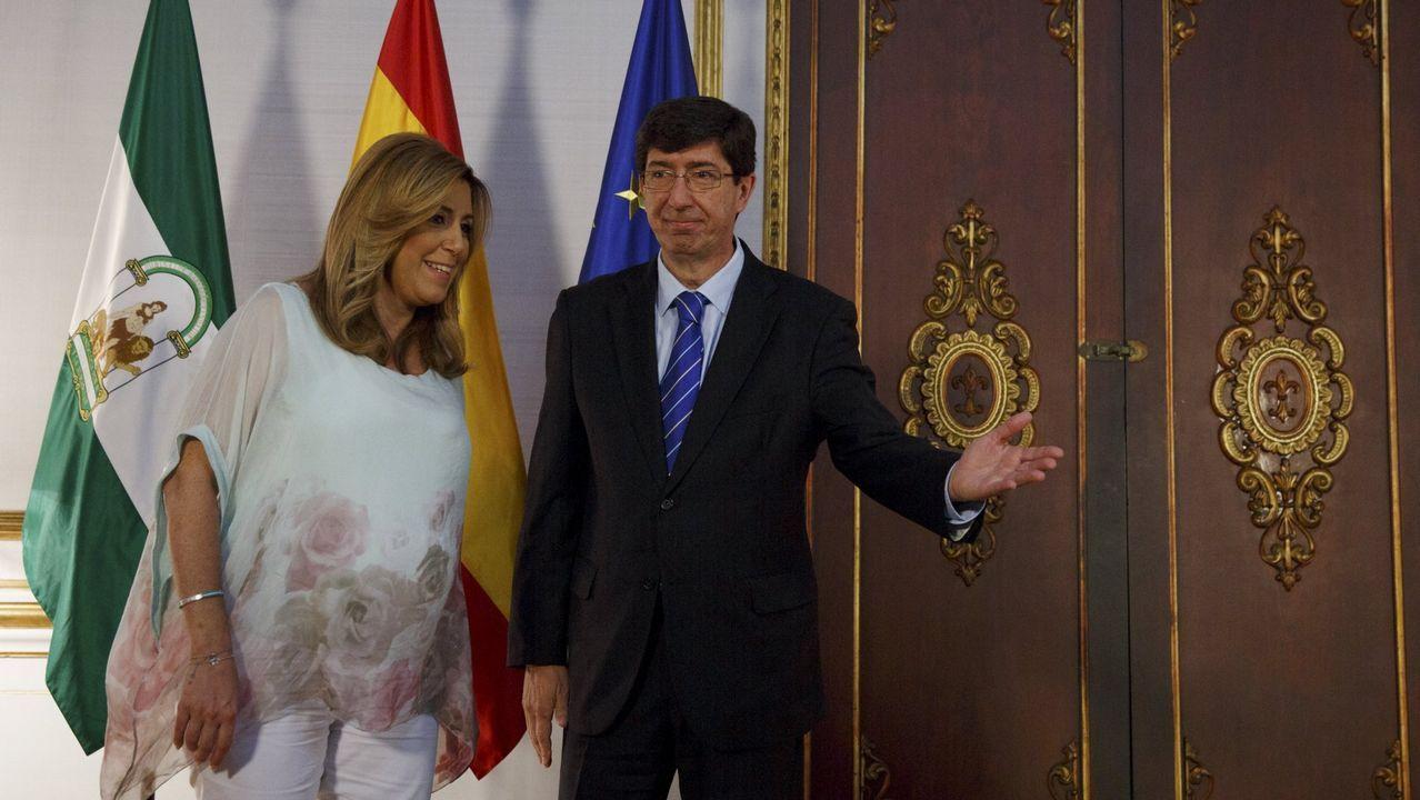 Activistas de Femen increpan a Albert Rivera a propósito de la gestación subrogada.La presidenta andaluza, Susana Díaz, y el líder de Ciudadanos en Andalucía, Juan Marín, durante una reunión en junio del 2015