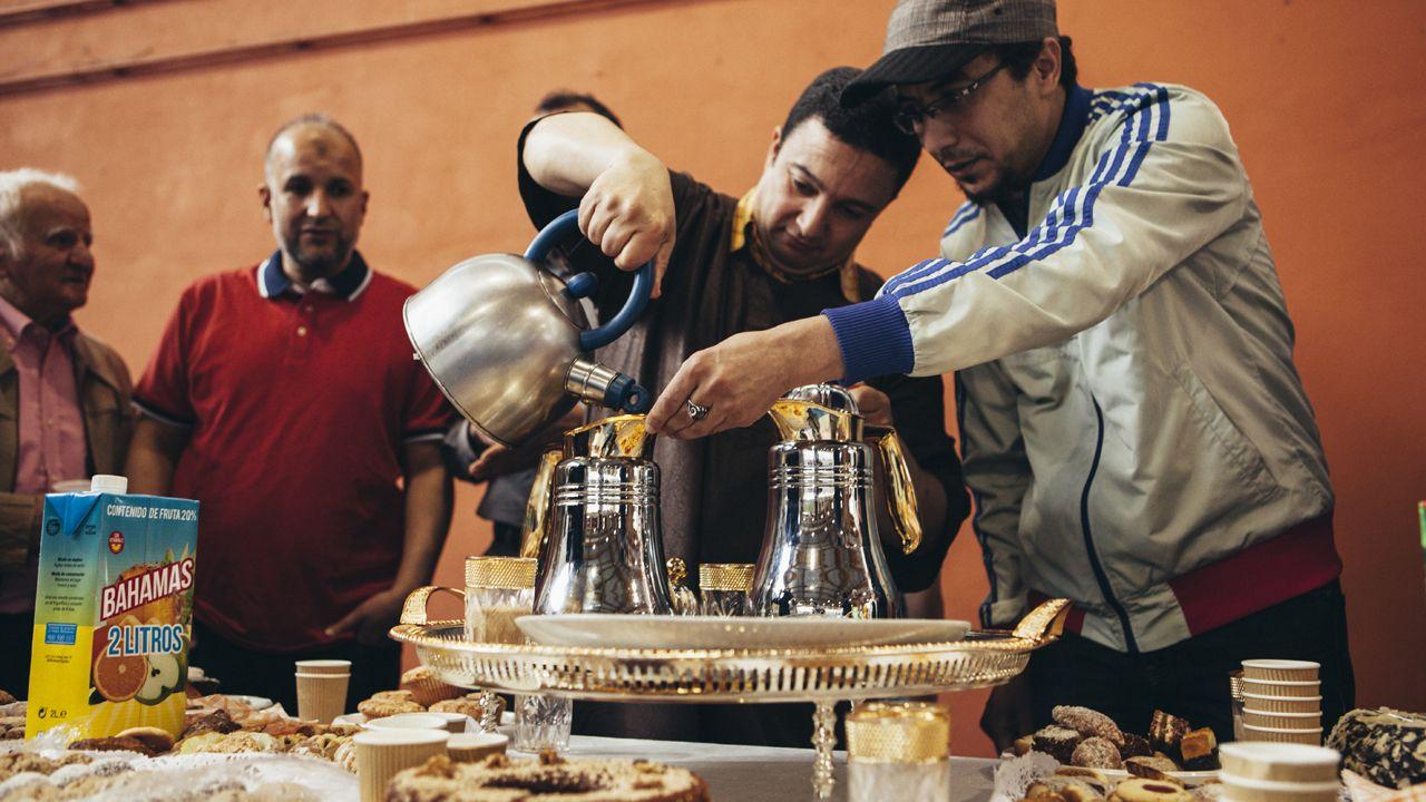 Comida en la fiesta del fin del Ramadán en Oviedo