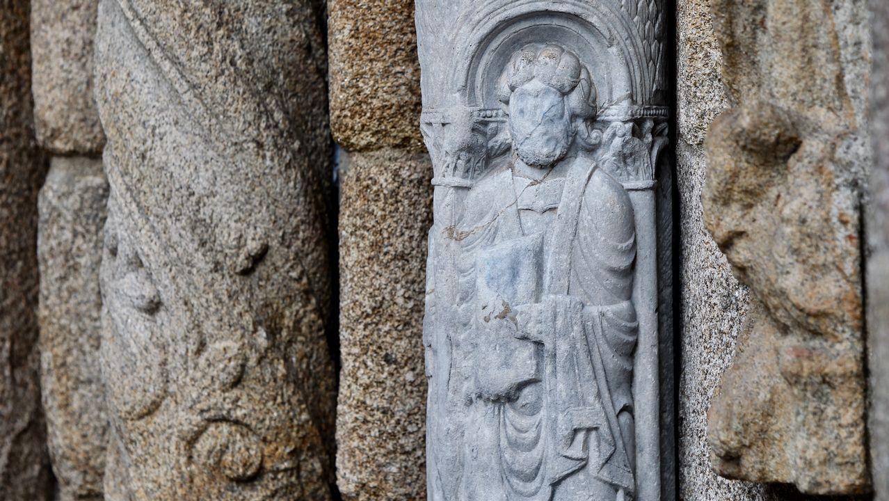 Borrar la pintada en la escultura del siglo XII de la catedral de Santiago costó entre 10.000 y 12.000 euros