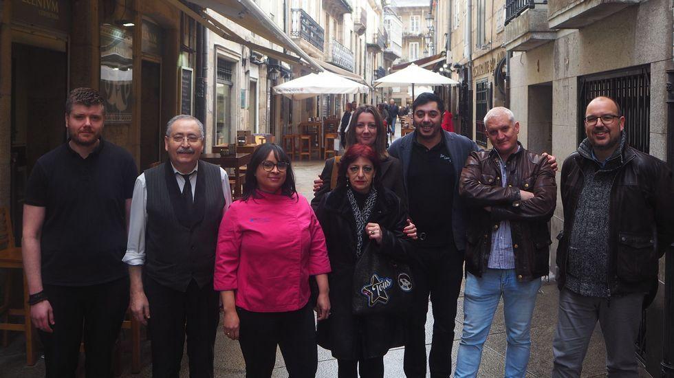 Un paseo por la accesibilidad de las zonas verdes.Pachi Vázquez dialoga con el alcalde de Ourense en presencia de Rogelio Martínez (centro)