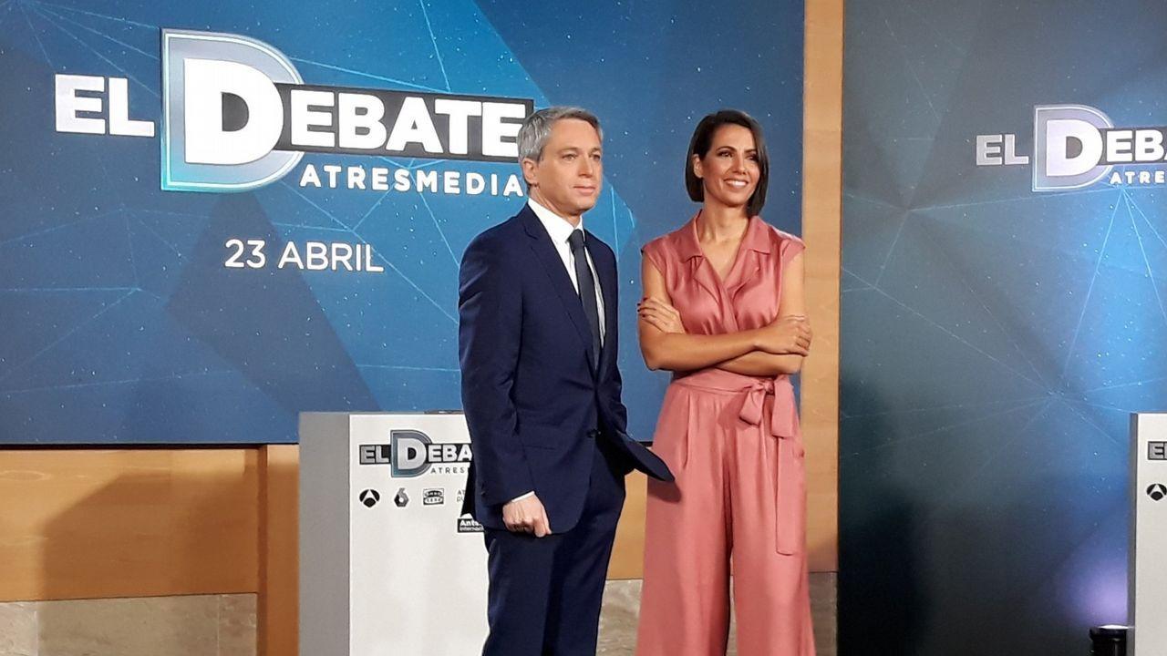 El vídeo de Daniel Ripa sobre la presencia en Asturias de los líderes de la derecha en campaña.Los presentadores del debate de Atresmedia