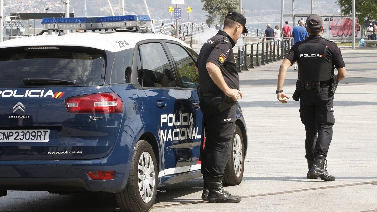 El colapso circulatorio en A Coruña, en imágenes.Restos del botellón