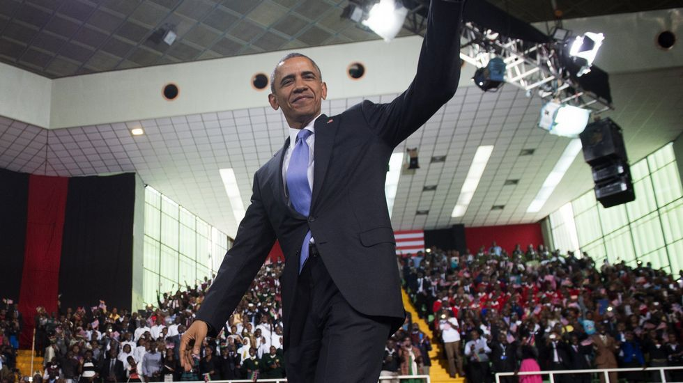 Obama bailando.A pesar de la excitación por ver a dos de sus ídolos, los jóvenes carcamáns supieron hacer cola pacientes.