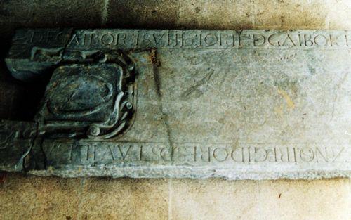 Detalle de la lápida de los Gaibor