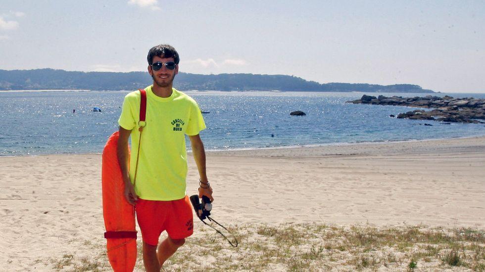 Playa de Retorta, en Boiro.Playa Area de Bon, en Bueu