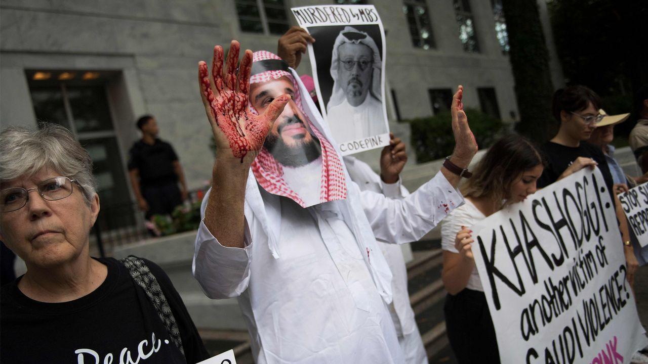 | EFE.Putin choca su palma derecha con la del príncipe Salman en el inicio del plenario de la cumbre