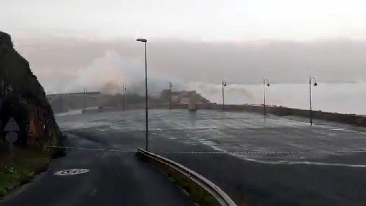 El temporal Evi engulle la costa asturiana.