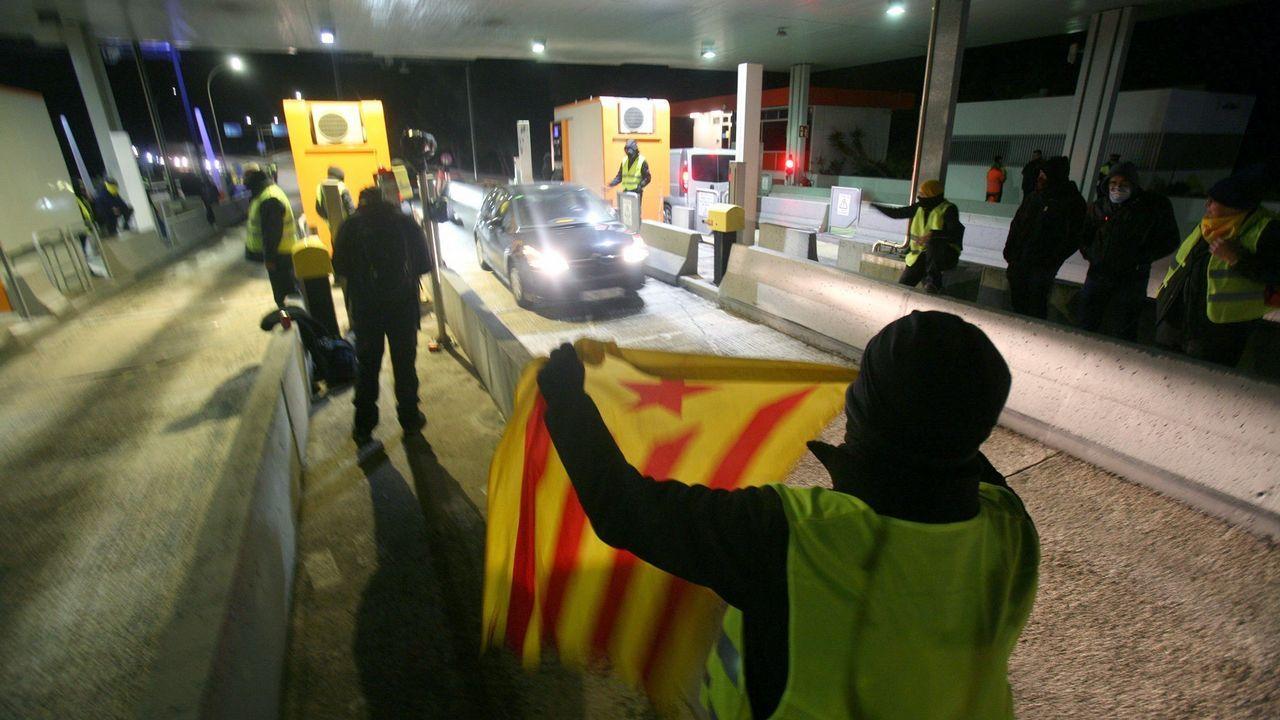 Mimebros de los CDR bloqueando las autopistas catalanas el pasado fin de semana