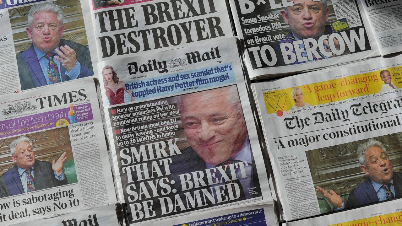 Miles de británicos salen a la calle para exigir que Reino Unido se quede en la UE.Portadas de la prensa británica sobre el bloqueo de Bercow a la votación del texto de May