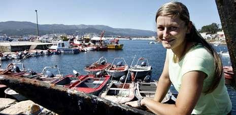Raquel Souto, mariscadora a flote, é a primeira patroa maior da confraría de Cabo de Cruz, unha das máis polémicas de Galicia.