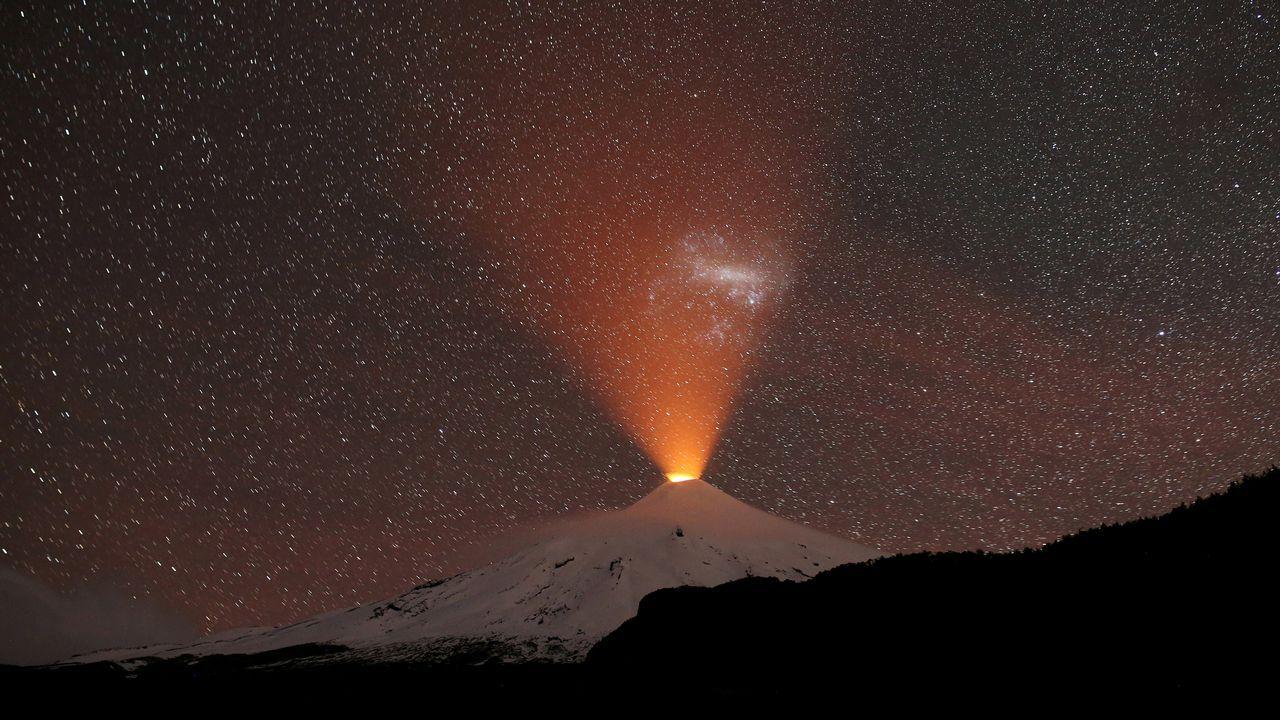 El volcán Villarrica, desde Pucón, Chile