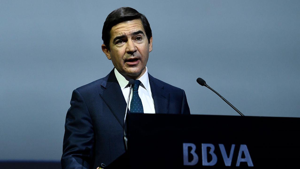 Rato carga contra De Guindos.El presidente de la Xunta, Alberto Núñez Feijoo, adelantó su regreso de Estados Unidos para asistir a la concentración