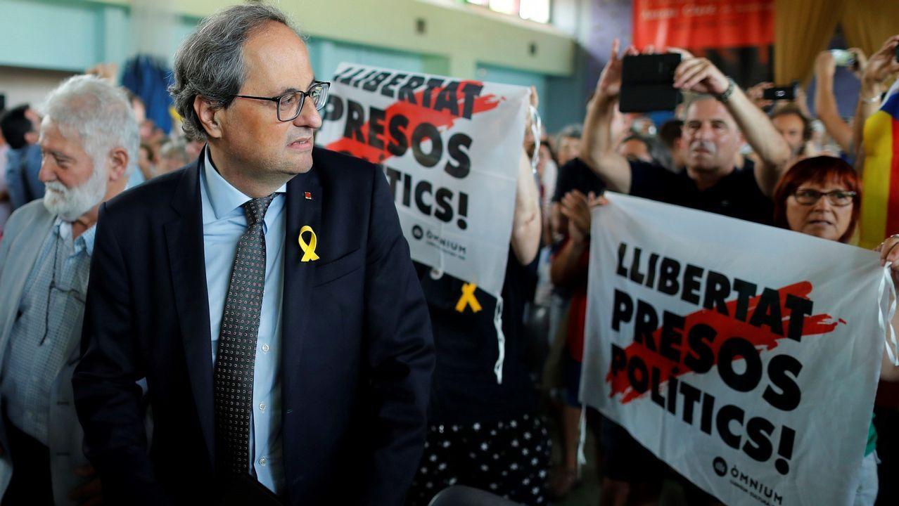 El presidente de la Generalitat de Cataluña, Quim Torra (izq), asiste a la clausura de la 50 edición de la Universitat Catalana d'Estiu (UCE) en la localidad de Prada de Conflent (Francia)