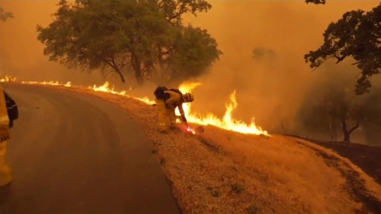 Un incendio en California obliga a desalojar a 40 mil personas