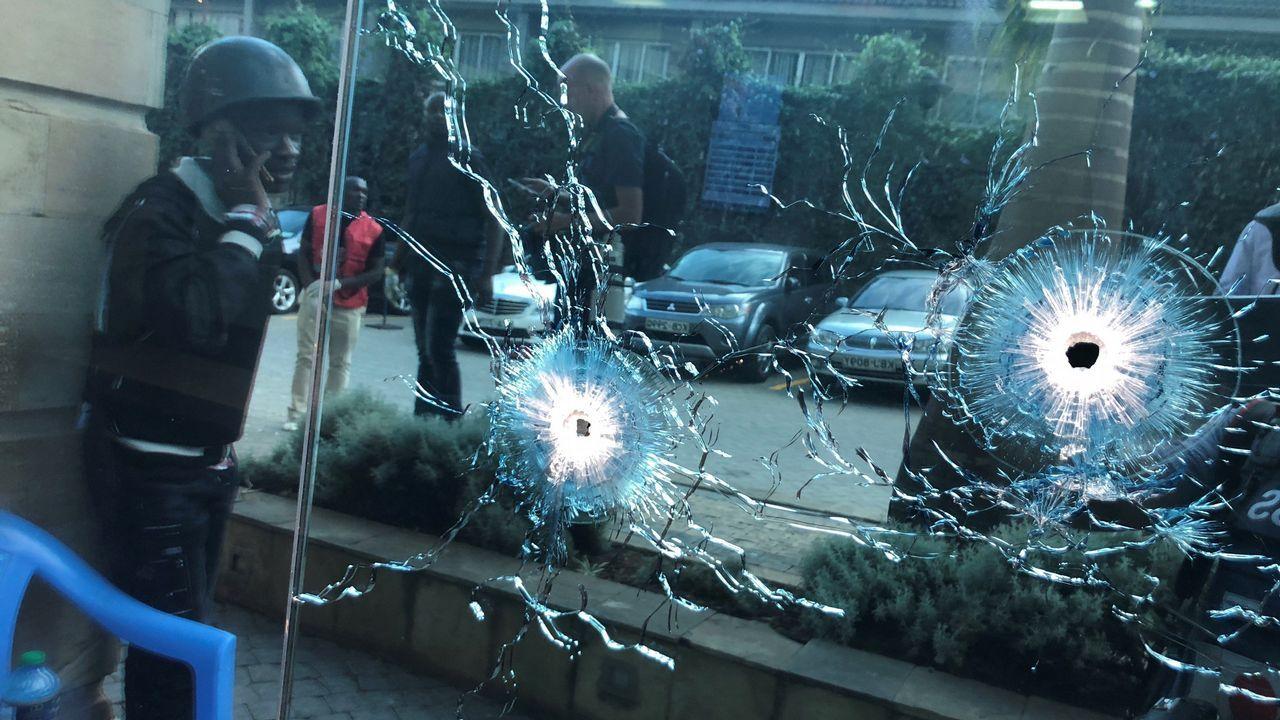 Daños causados por los disparos en el hotel de Nairobi, en Kenia