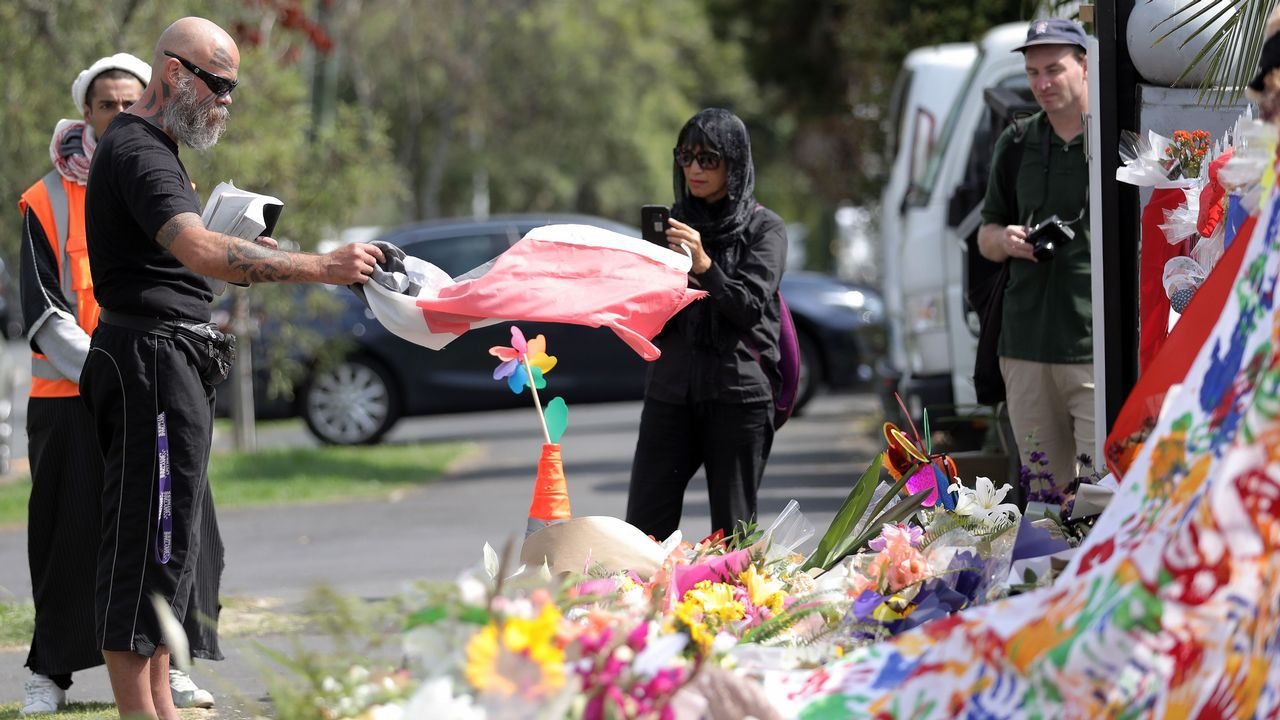 Homenaje a un poeta.Homenaje a las víctimas en las calles de Auckland.