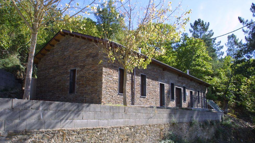 Antiguas escuelas, como la de Xagoaza, han sido reconvertidas