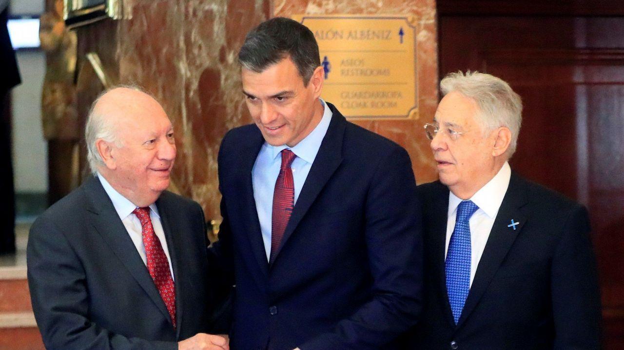 Los expresidentes de Brasil y de Chile, Cardoso (a la izquierda) y Lagos, junto a Sánchez ayer en el Foro Iberoamericano
