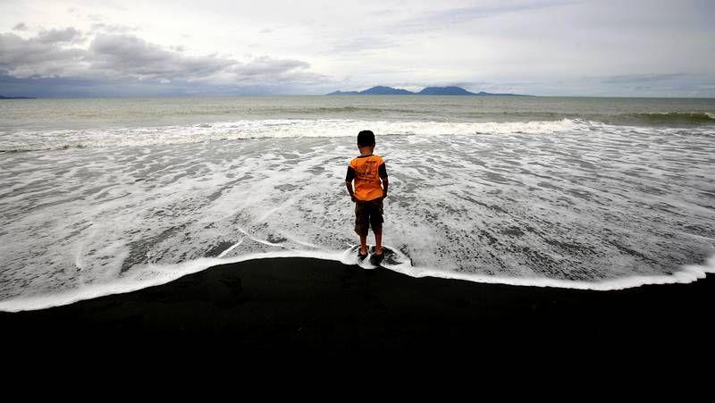 Recuerdo a las miles de víctimas del tsunami.Llegada de inmigrantes a la provincia indonesia de Aceh tras pasar cuatro meses en el mar