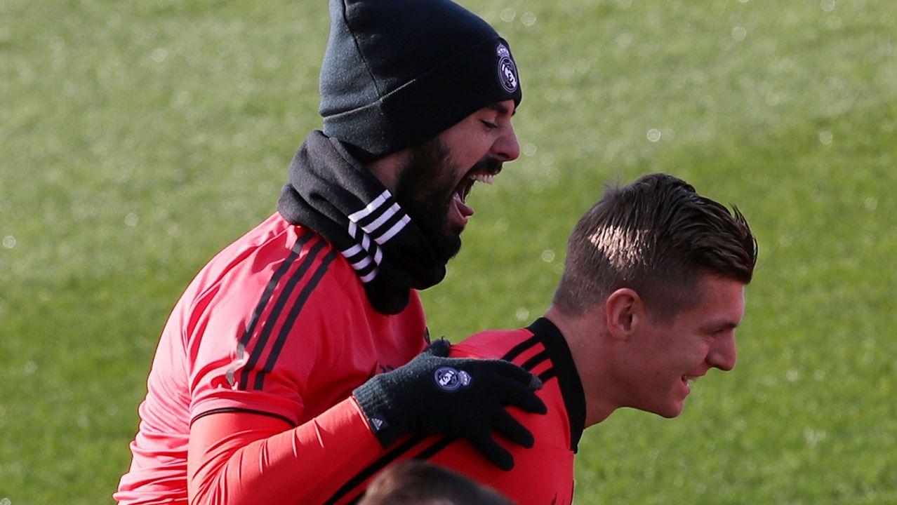El periodista Jorge Ramos avanzó que Florentino había pedido a la UEFA jugar contra el Ajax.Santi Cazorla celebrando uno de sus dos goles al Real Madrid