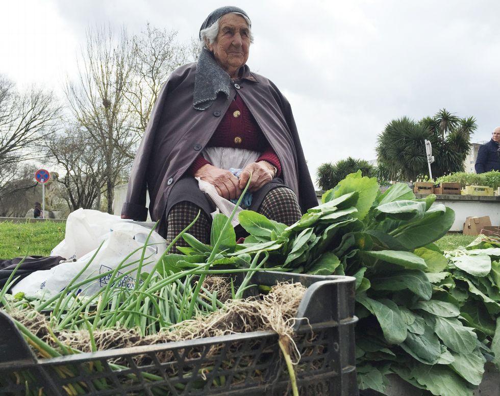 Carmen Castro, que vende a diario en el recinto ferial de Pontevedra y no tiene frío nunca.