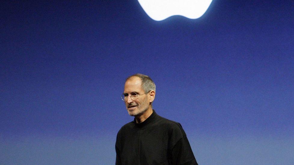 Apple admite que ralentiza iPhones antiguos a propósito.Centro de logística de la Amazon en Dortmund, Alemania
