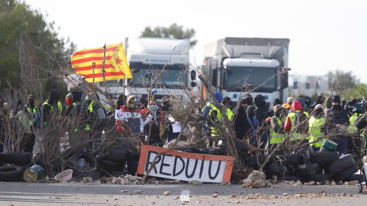 «¡La república no existe, idiota!».Cortes en la AP-7 provocados por los CDR