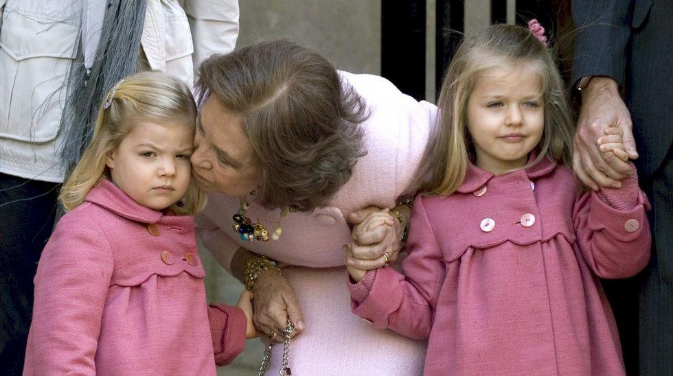 Junto a la reina Sofía en abril del 2010 en la tradiconal misa de Pascua en Mallorca.