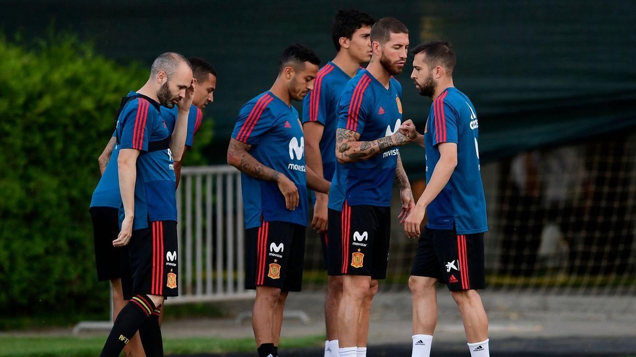 En directo: Lopetegui presentado como nuevo entrenador del Real Madrid.Fernando Hierro dirige un entrenamiento en El Requexón