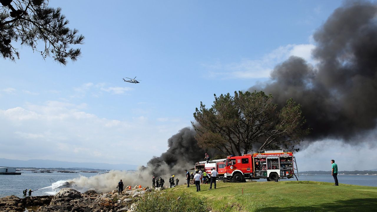 En julio, los pasajeros de un catamarán en llamas salvaron la vida al saltar al mar en O Grove.